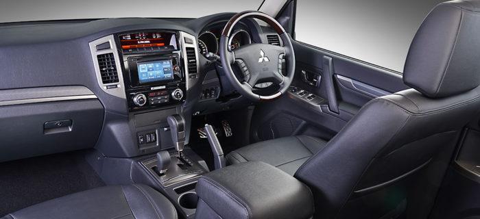 pajero_lwb_interior3-700x320